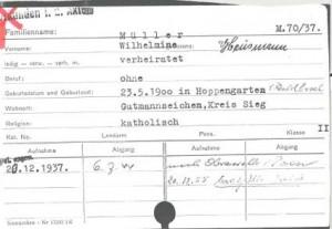 Auf der Karteikarte ist das rote Kreuz als geheimes Zeichen der NS-Ärzte zu sehen, welches bedeutete, dass die Patienten ermordet werden sollten.